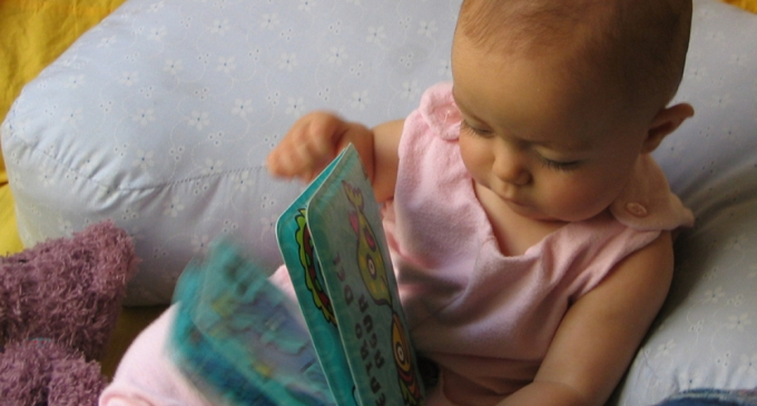 Baby_with_book
